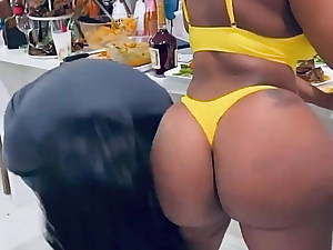 Ebony.Les.Ass.Fun