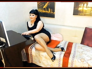 Mature web cam doll in tights